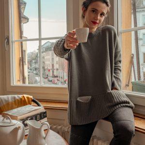 CUANDO LA ROPA HABLA DE QUÉN ERES: Foto de @withloveanni usando uno de nuestros jerséis de lana merino